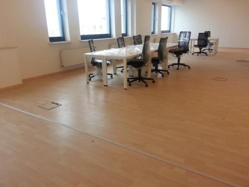 Centrul de afaceri Noveau (parchet laminat si plinta)